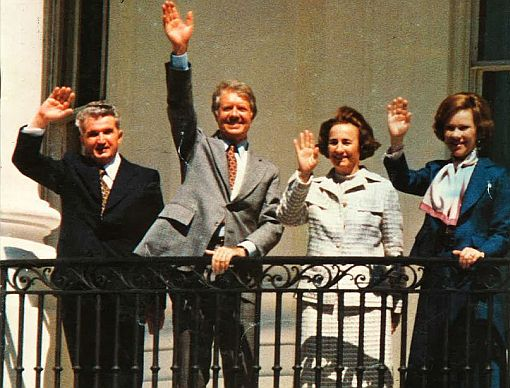From left to right: Nicolae Ceausescu, Jimmy Carter, Elena Ceausescu, Rosalynn Carter