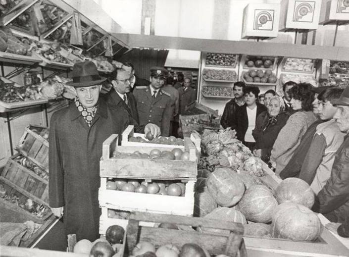 Ceausescu visiting a farmers' market